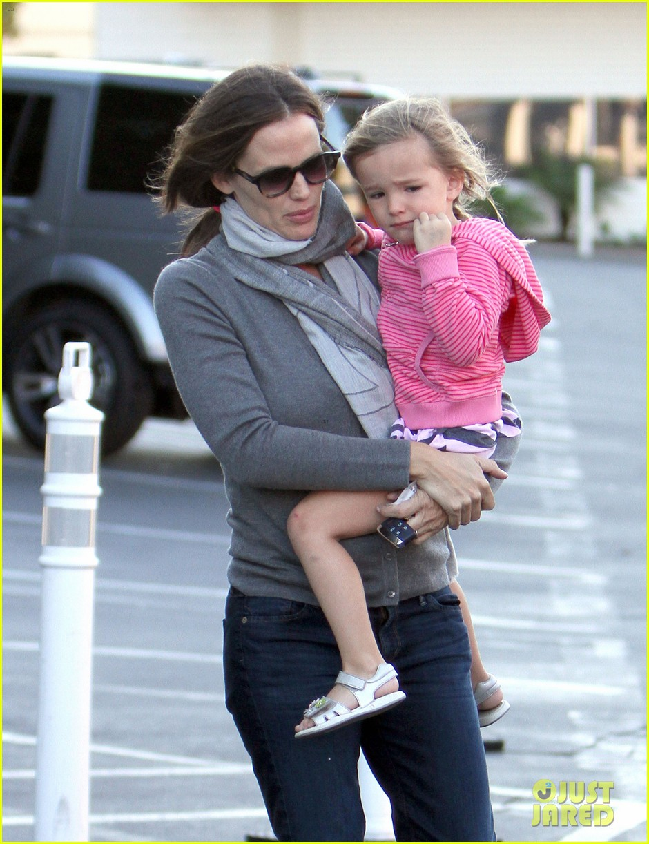 jennifer garner piggyback ride for seraphina 082744257