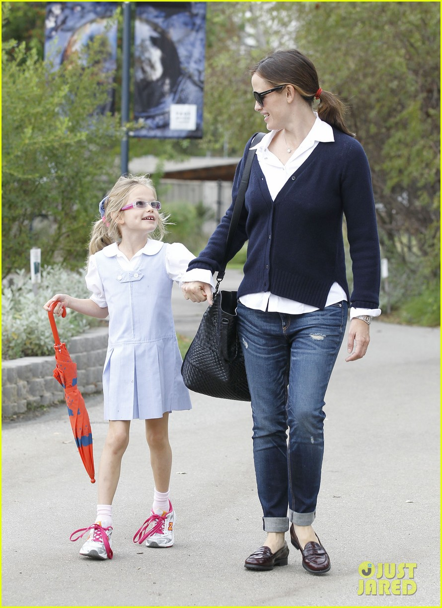 jennifer garner after school snack time 09