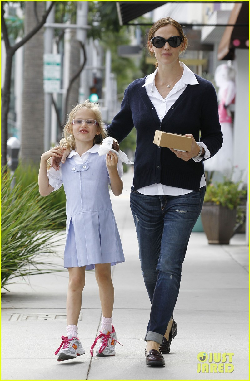 jennifer garner after school snack time 13