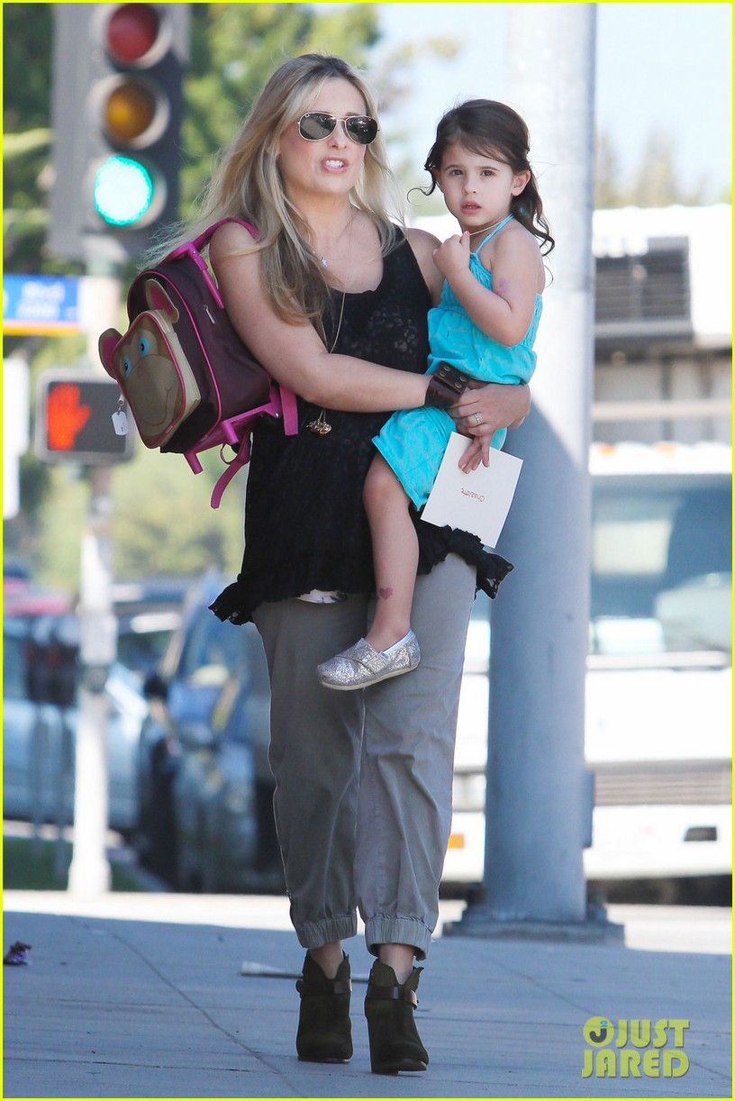 sarah michelle gellar mommy daughter tuesday twosome 03