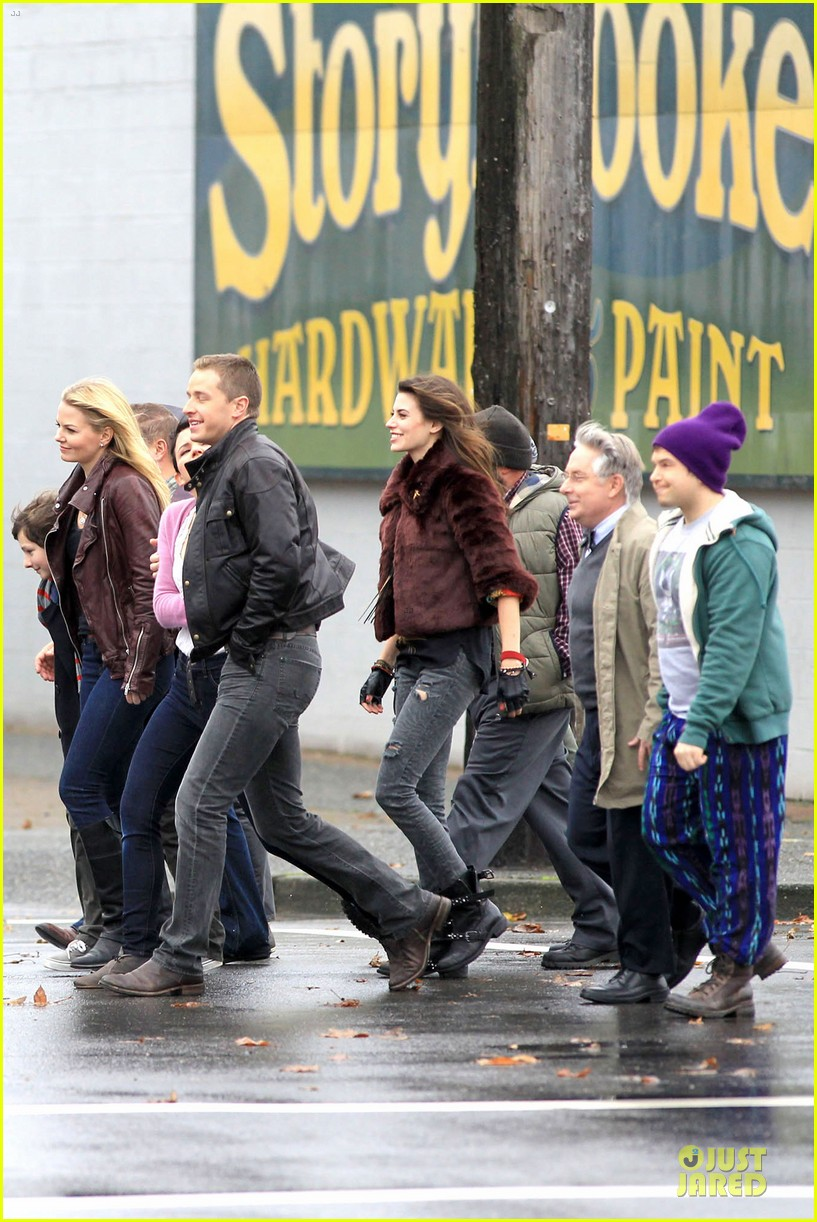 ginnifer goodwin josh dallas once upon a time set with jennifer morrison 05