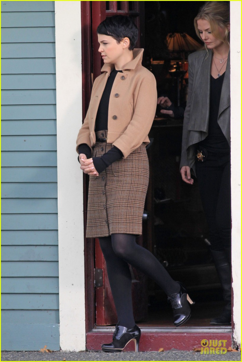 ginnifer goodwin josh dallas once upon a time pawn shop filming 03