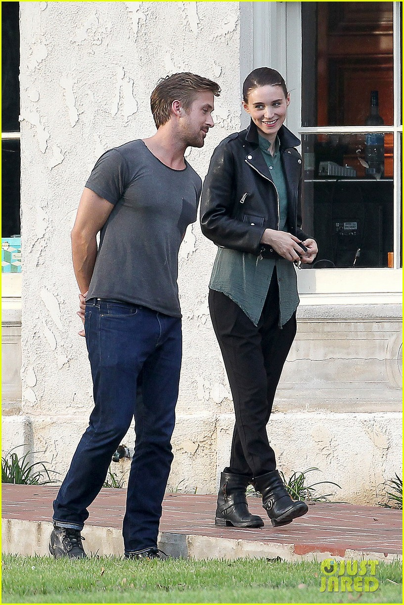 ryan gosling serenades rooney mara on malick set 06