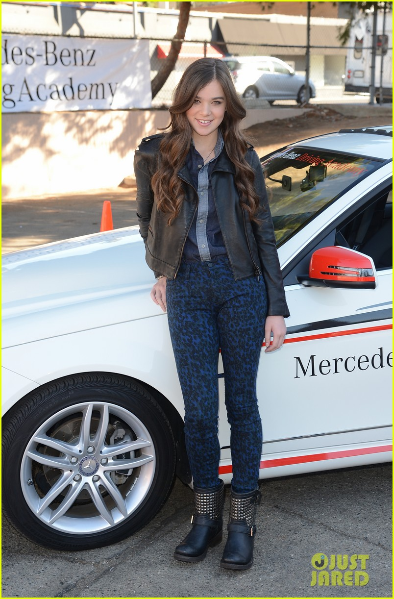 hailee steinfeld national teen driver safety week kick off 29