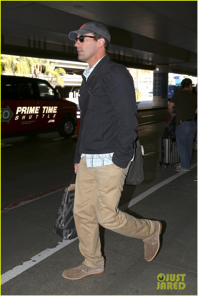 jon hamm back from hawaii 03
