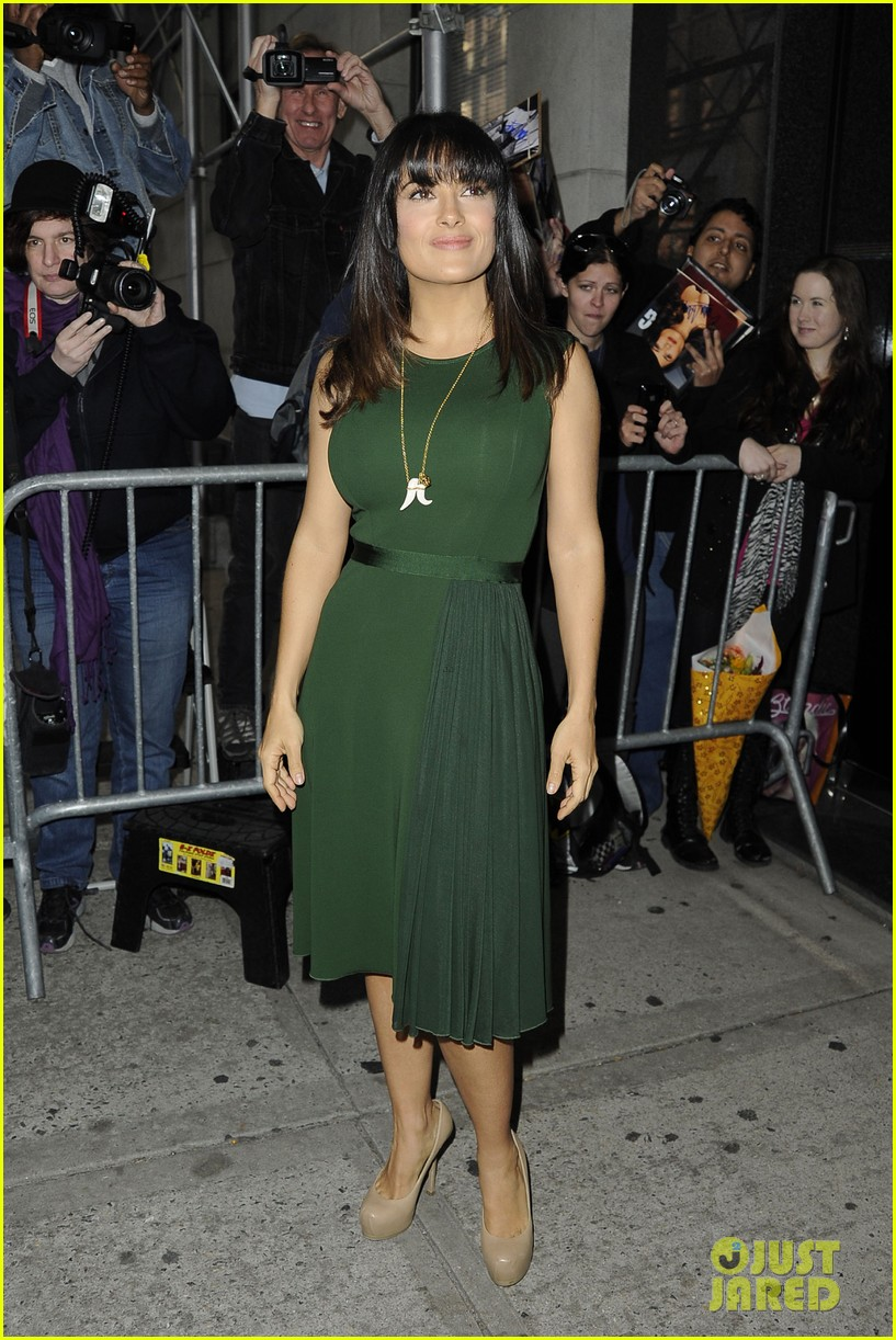 salma hayek shorter bangs 05