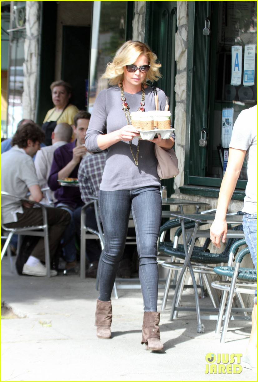 katherine heigl coffee run at little doms 05