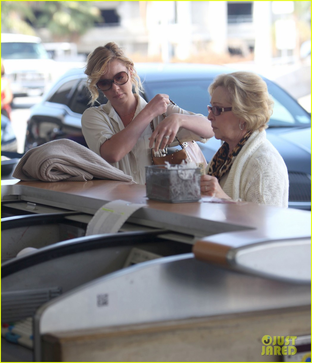 katherine heigl departing flight with mom nancy 132736481