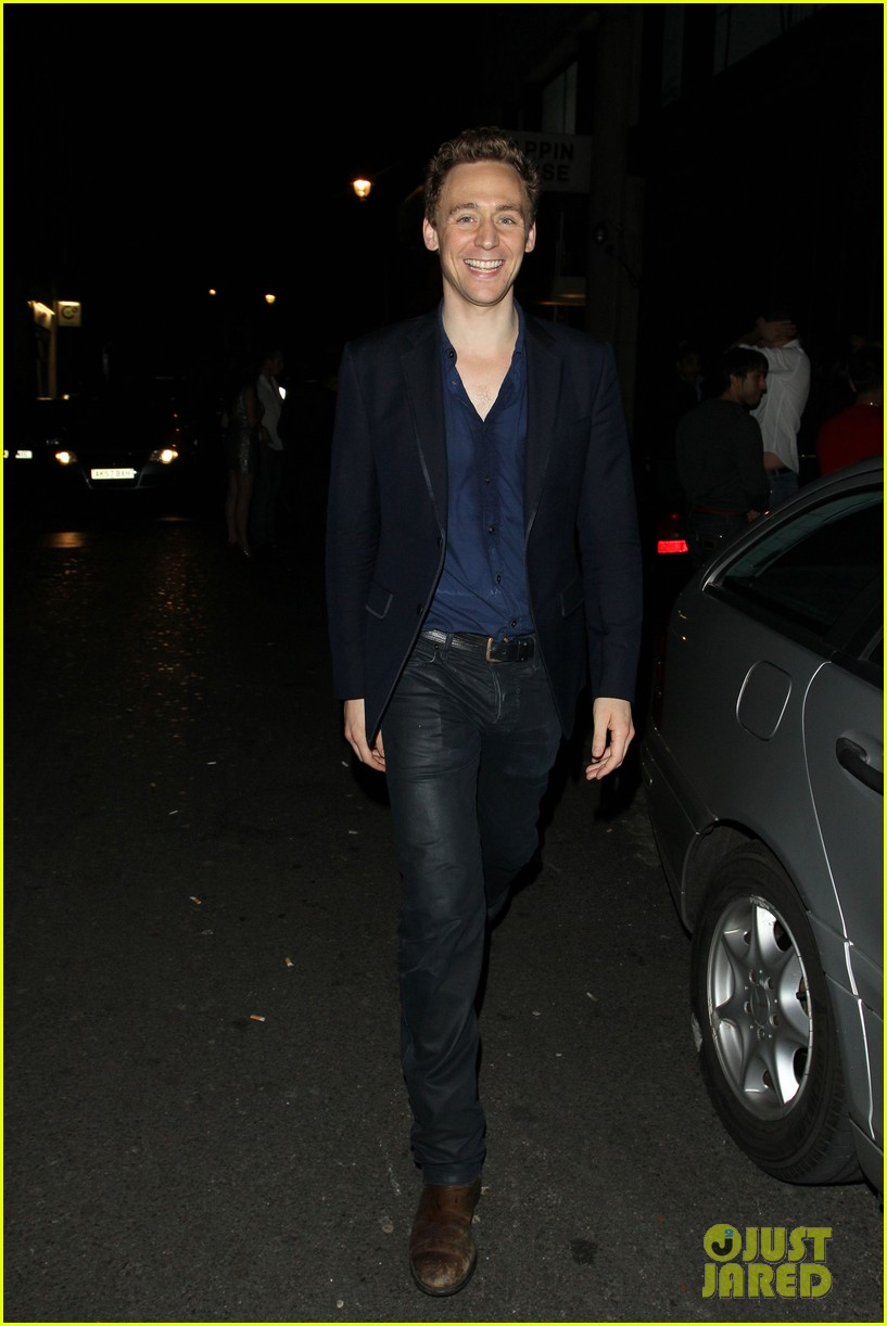 tom hiddleston chinawhites nightclub with zachary levi 01