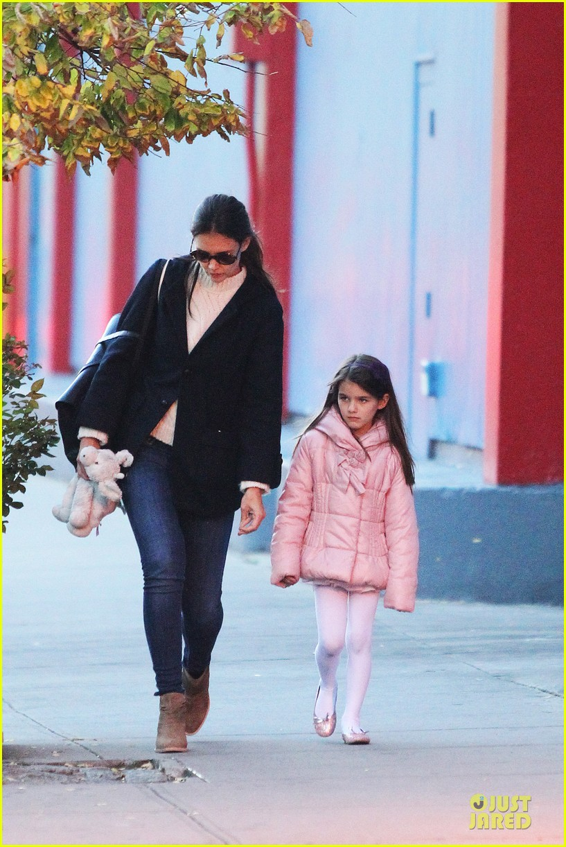 katie holmes suri cruise bowling duo chelsea piers 012742278