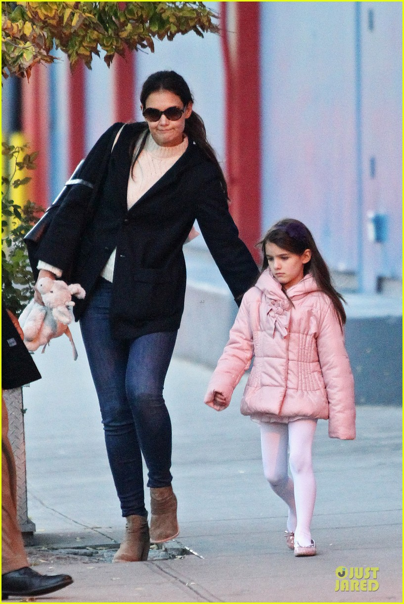 katie holmes suri cruise bowling duo chelsea piers 05