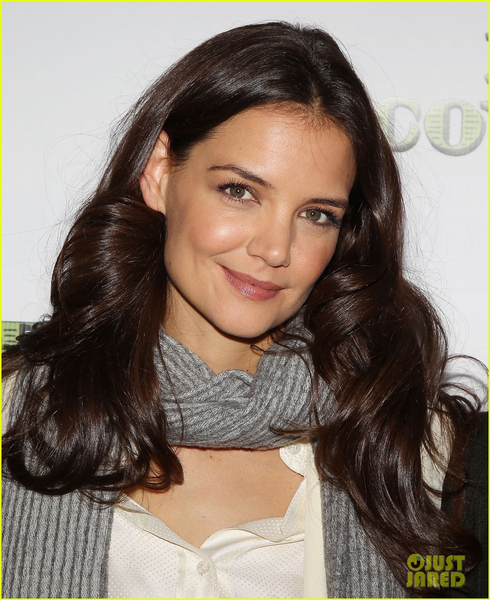 katie holmes dead accounts broadway photo call 04