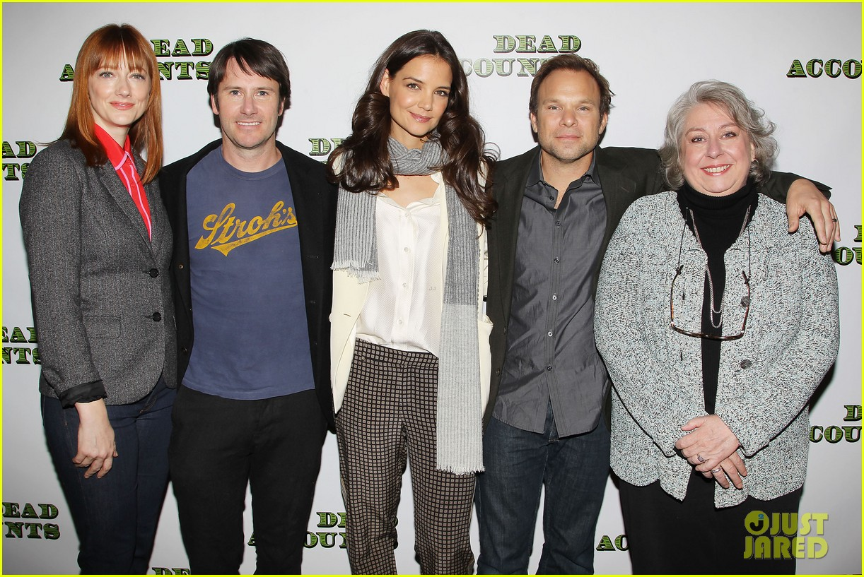 katie holmes dead accounts broadway photo call 28