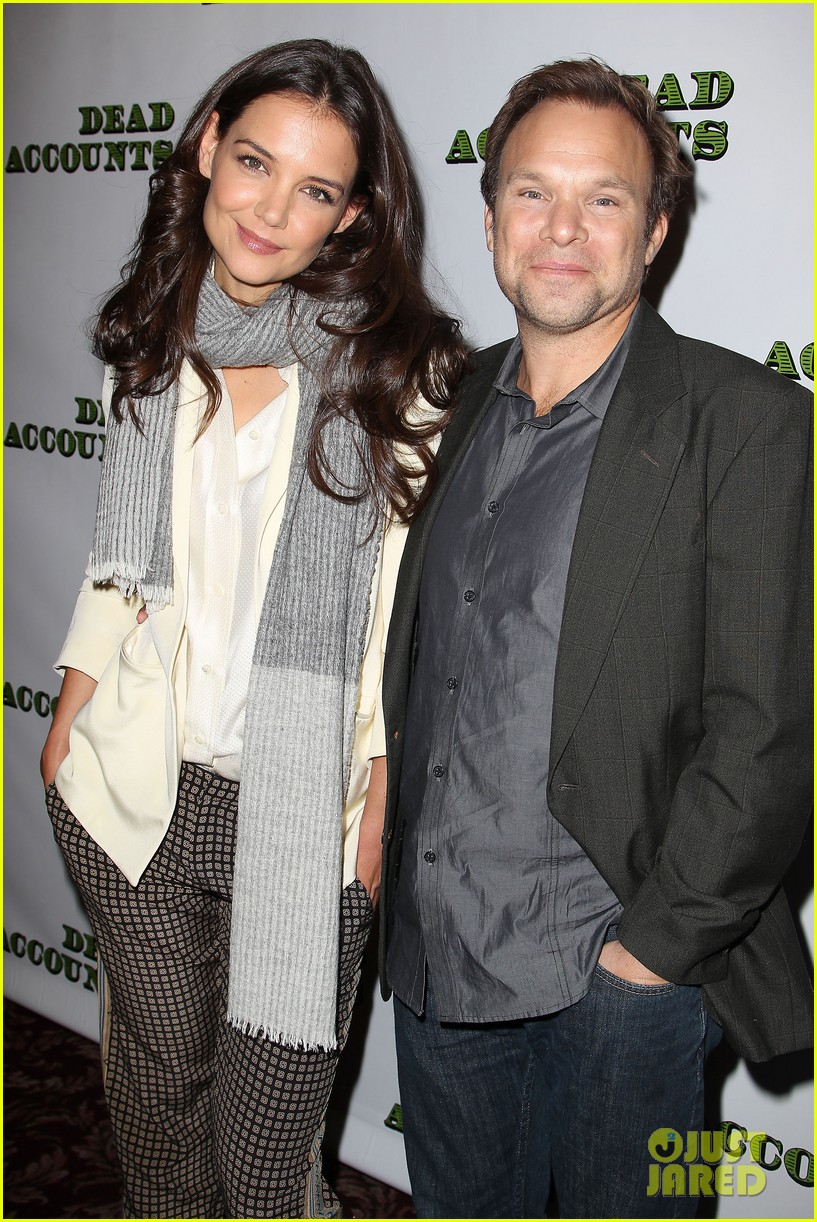 katie holmes dead accounts broadway photo call 30