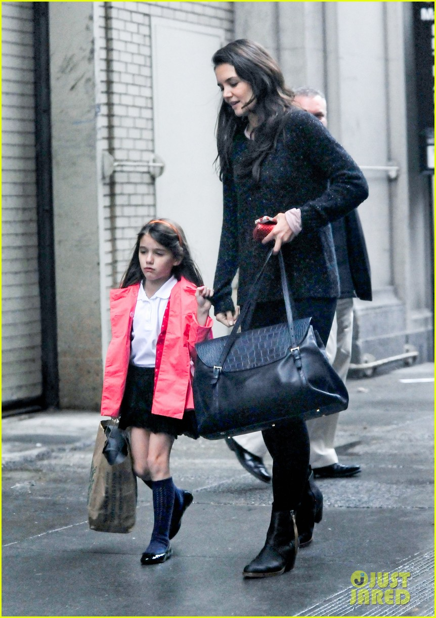 katie holmes suri rainy tuesday twosome 16