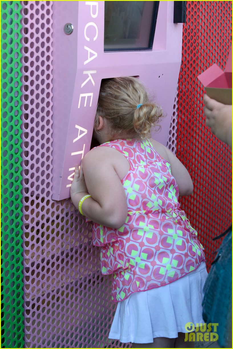 honey boo boo hits cupcake atm 04