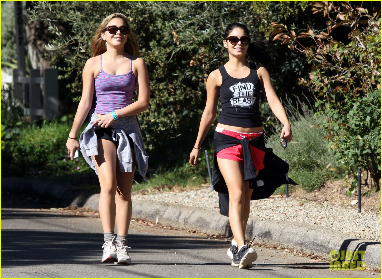 vanessa hudgens hiking with stella 08