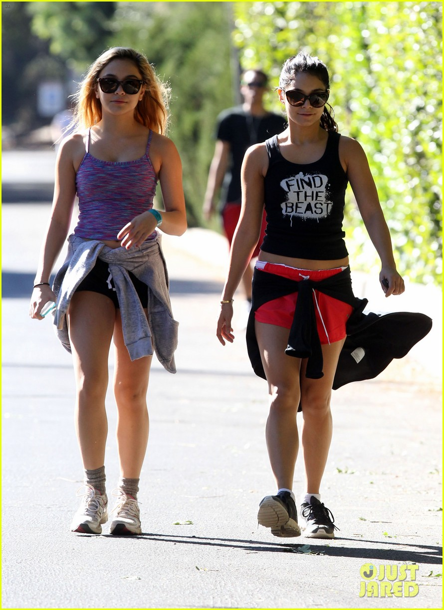 vanessa hudgens hiking with stella 12