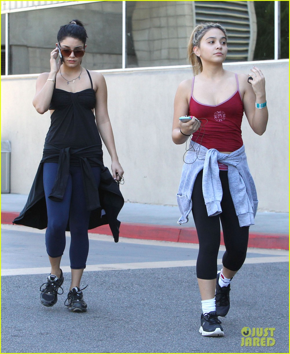 vanessa hudgens sunday workout with sister stella 05