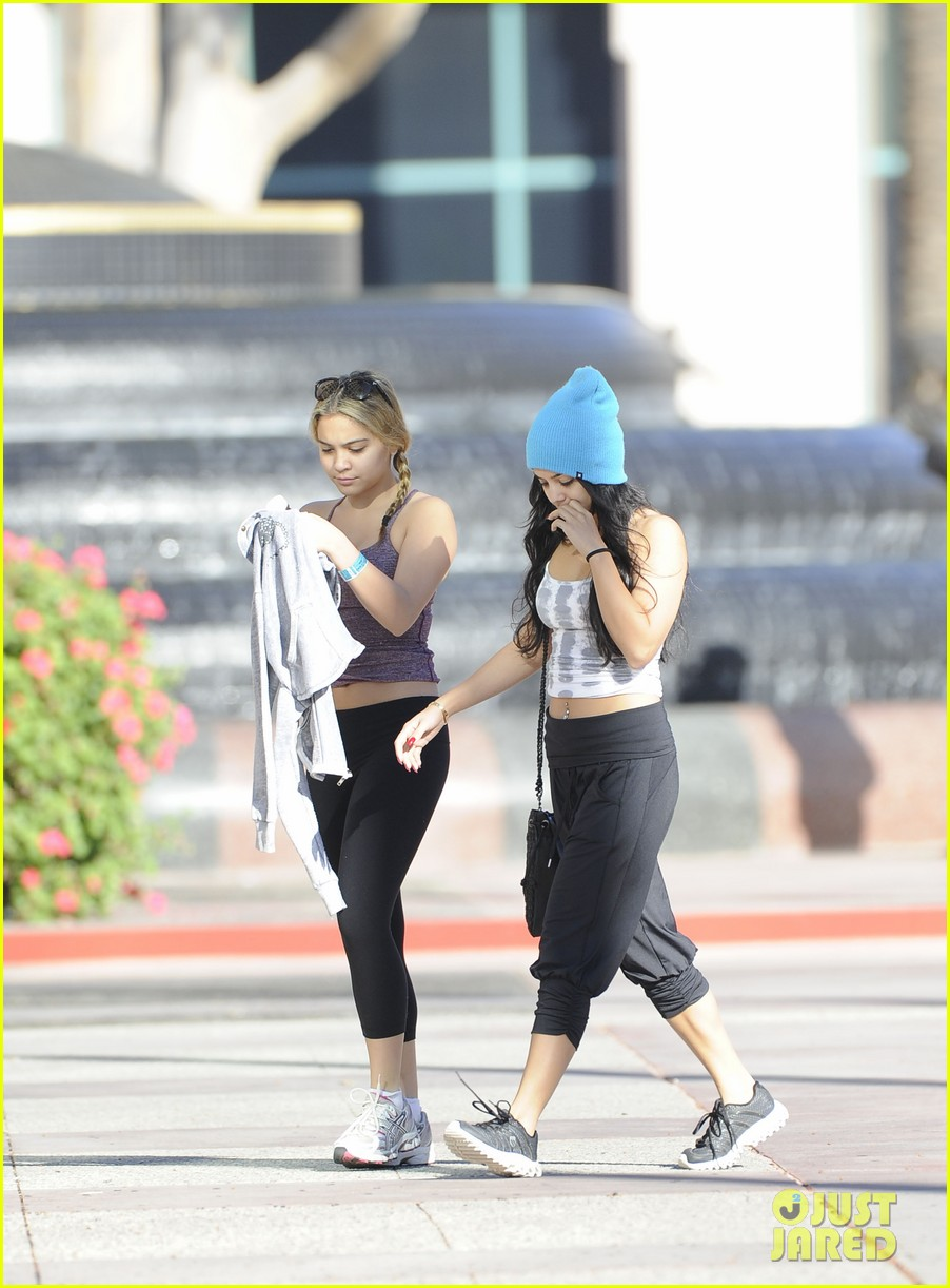vanessa hudgens vampiress with stella 03
