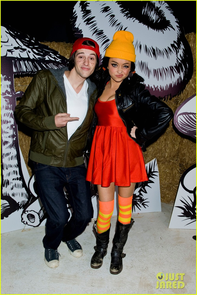 sarah hyland bella thorne just jared halloween party 2012 02