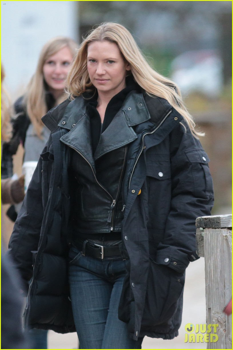 joshua jackson fringe set with anna torv 15