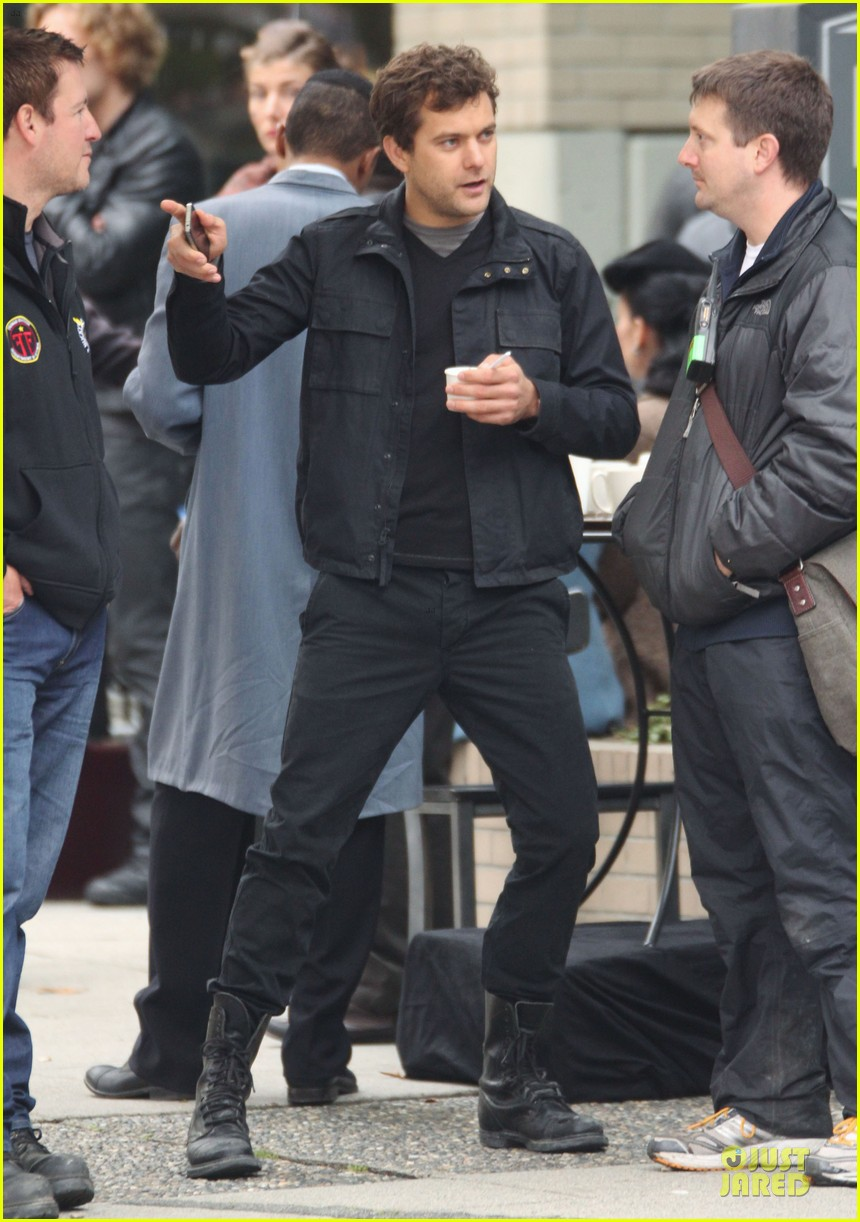 joshua jackson streches on fringe set 21