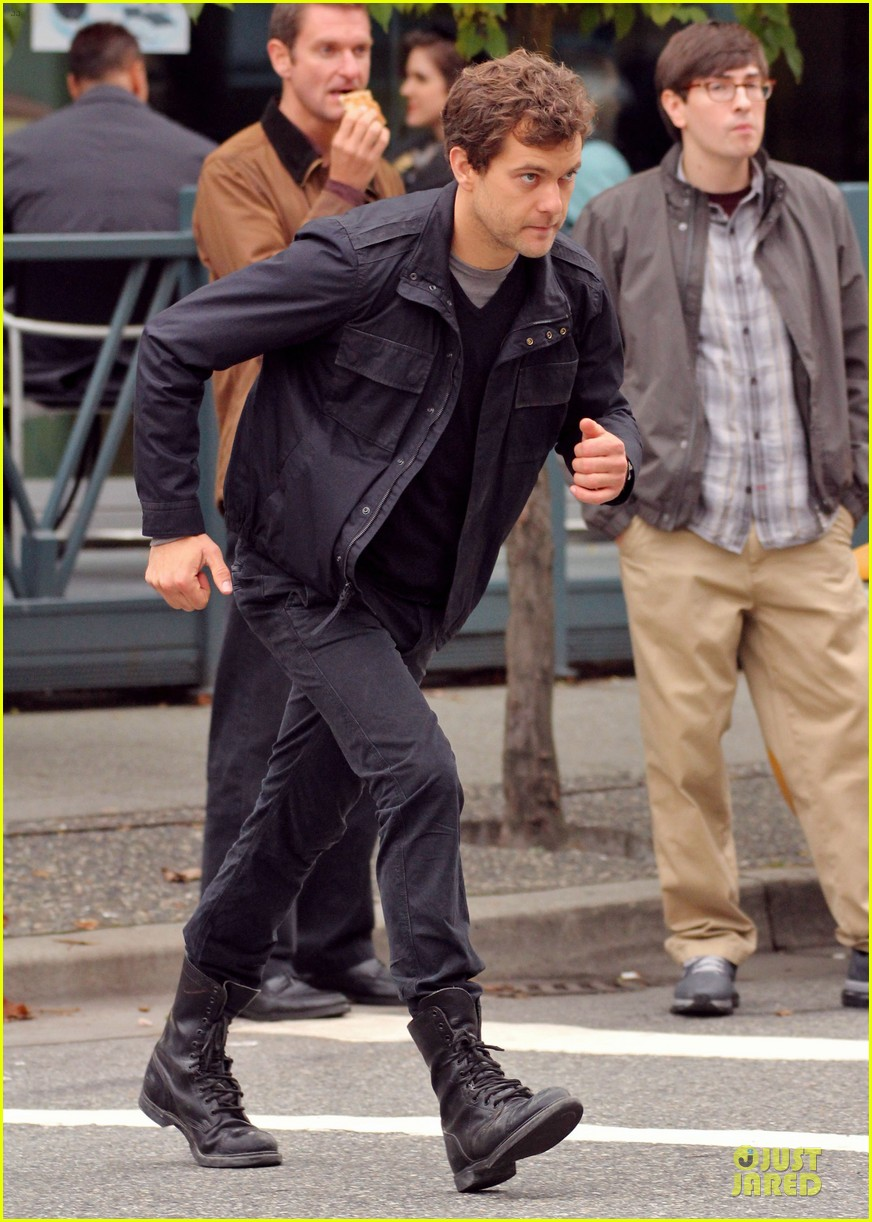 joshua jackson streches on fringe set 23