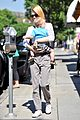 january jones window shopping with baby xander 13