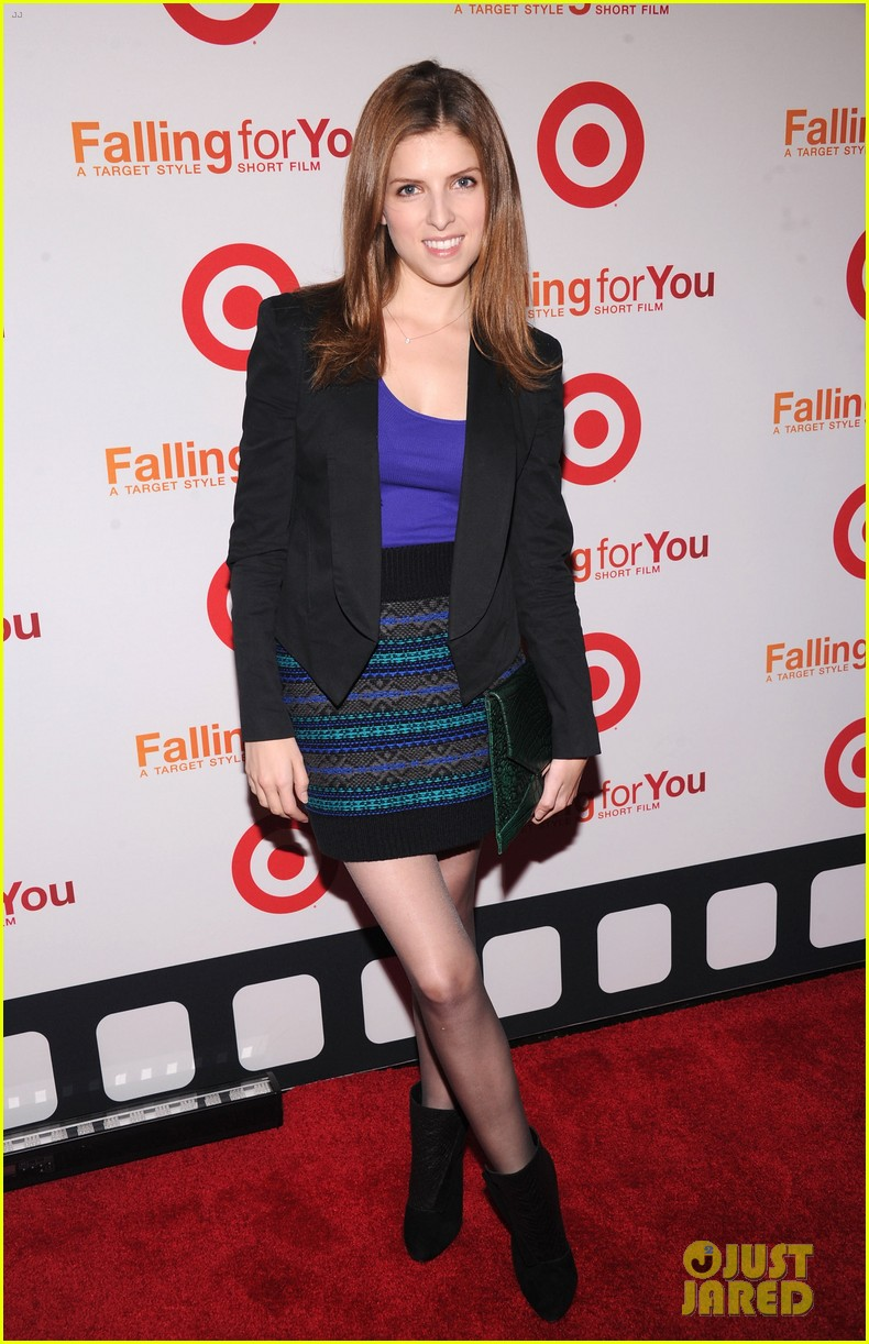 anna kendrick kristen bell target falling for you event 012736332