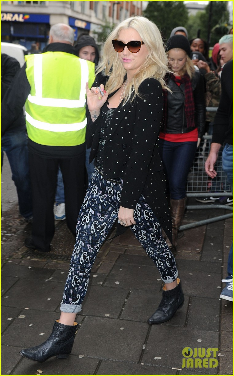 kesha london radio promotion 01