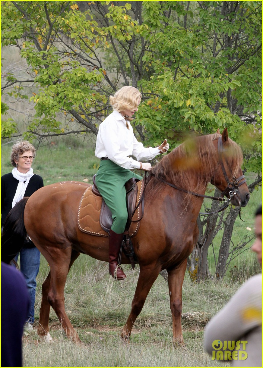 nicole kidman horseback riding for grace kelly 08