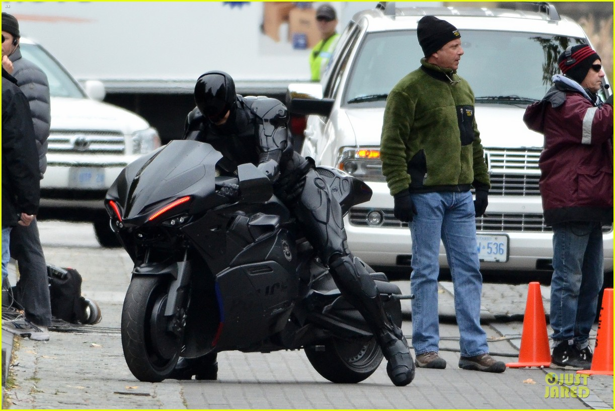 joel kinnaman robocop motorcycle revealed 012738259