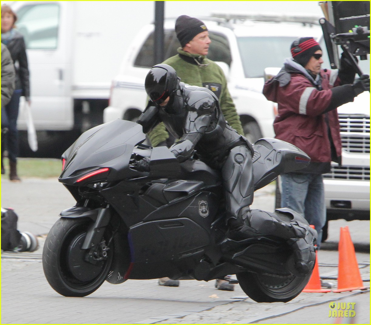 joel kinnaman robocop motorcycle revealed 042738262