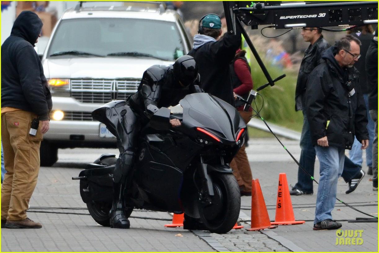 joel kinnaman robocop motorcycle revealed 06
