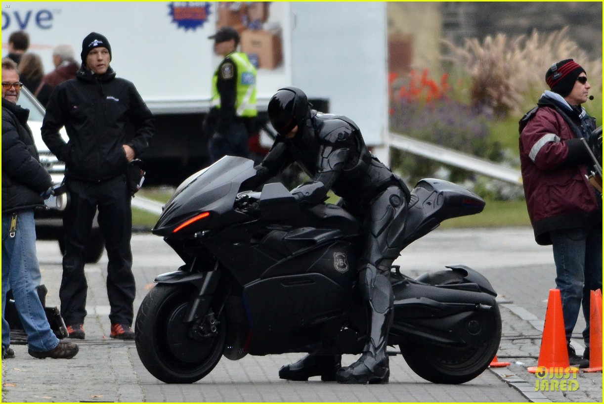 joel kinnaman robocop motorcycle revealed 07