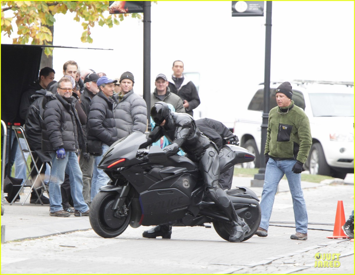 joel kinnaman robocop motorcycle revealed 10