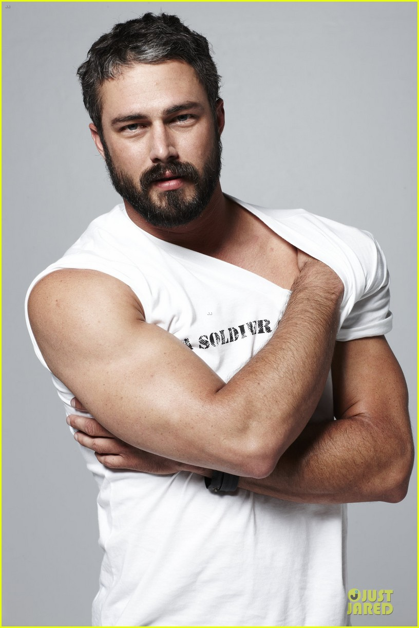 ATRL - Poll: Is TAYLOR KINNEY hot?