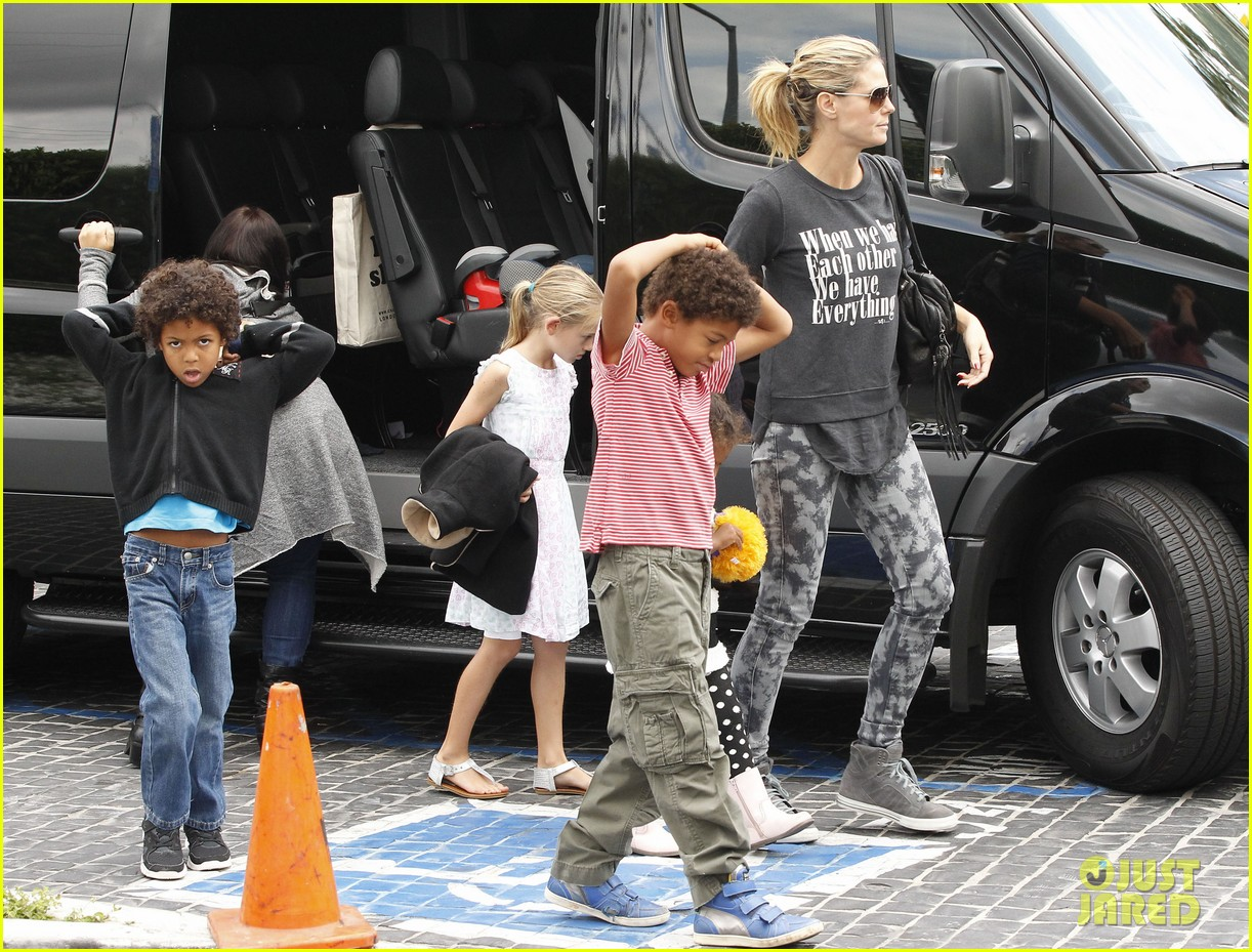 heidi klum sunday fun with  the kids 01