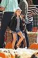 heidi klum martin kirsten pumpkin patch with the kids 20