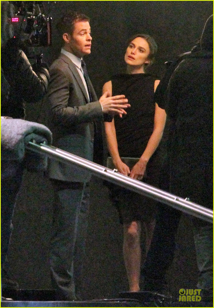 keira knightley chris pine kissing scene jack ryan set 15