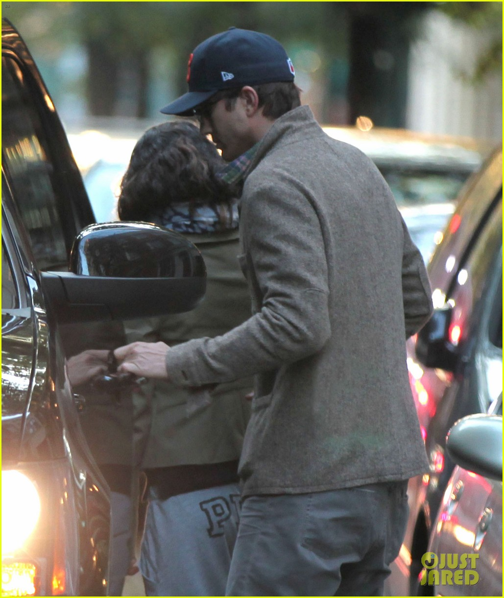 mila kunis ashton kutcher low profile in the big apple 072736280