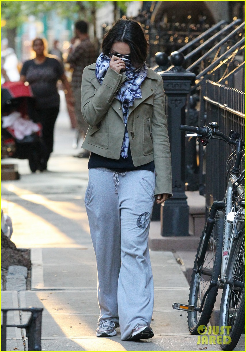 mila kunis ashton kutcher low profile in the big apple 102736283