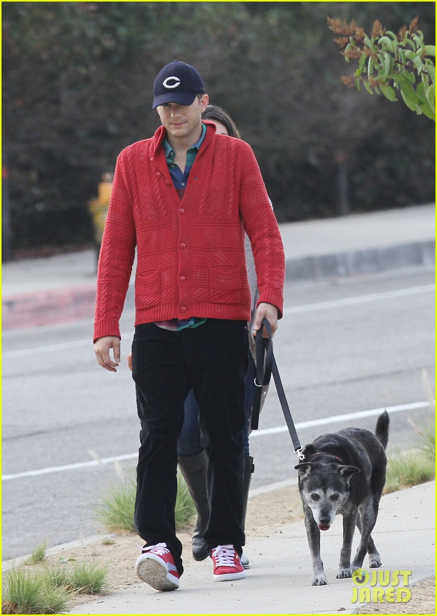 ashton kutcher mila kunis monday morning dog walk 06