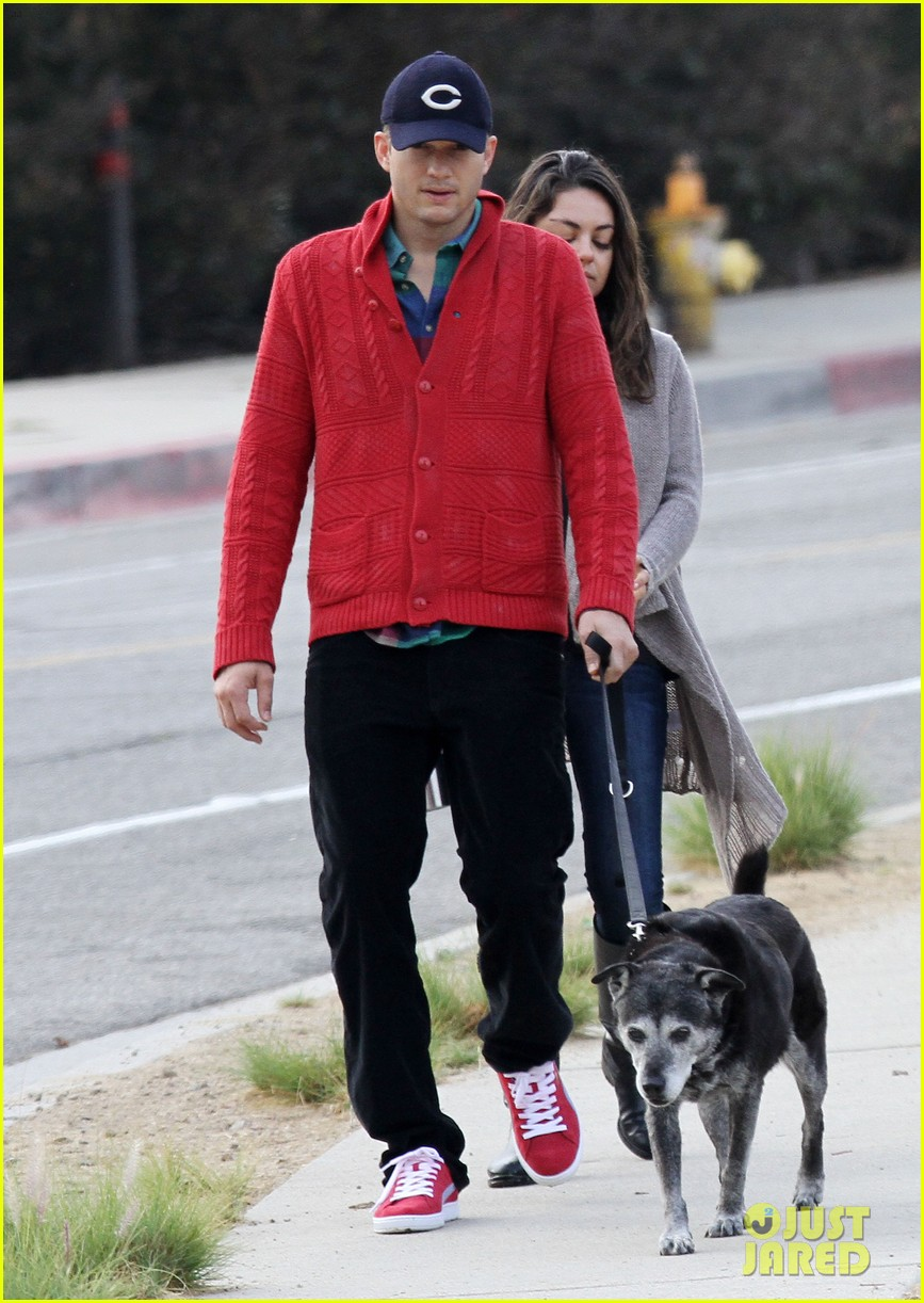 ashton kutcher mila kunis monday morning dog walk 07