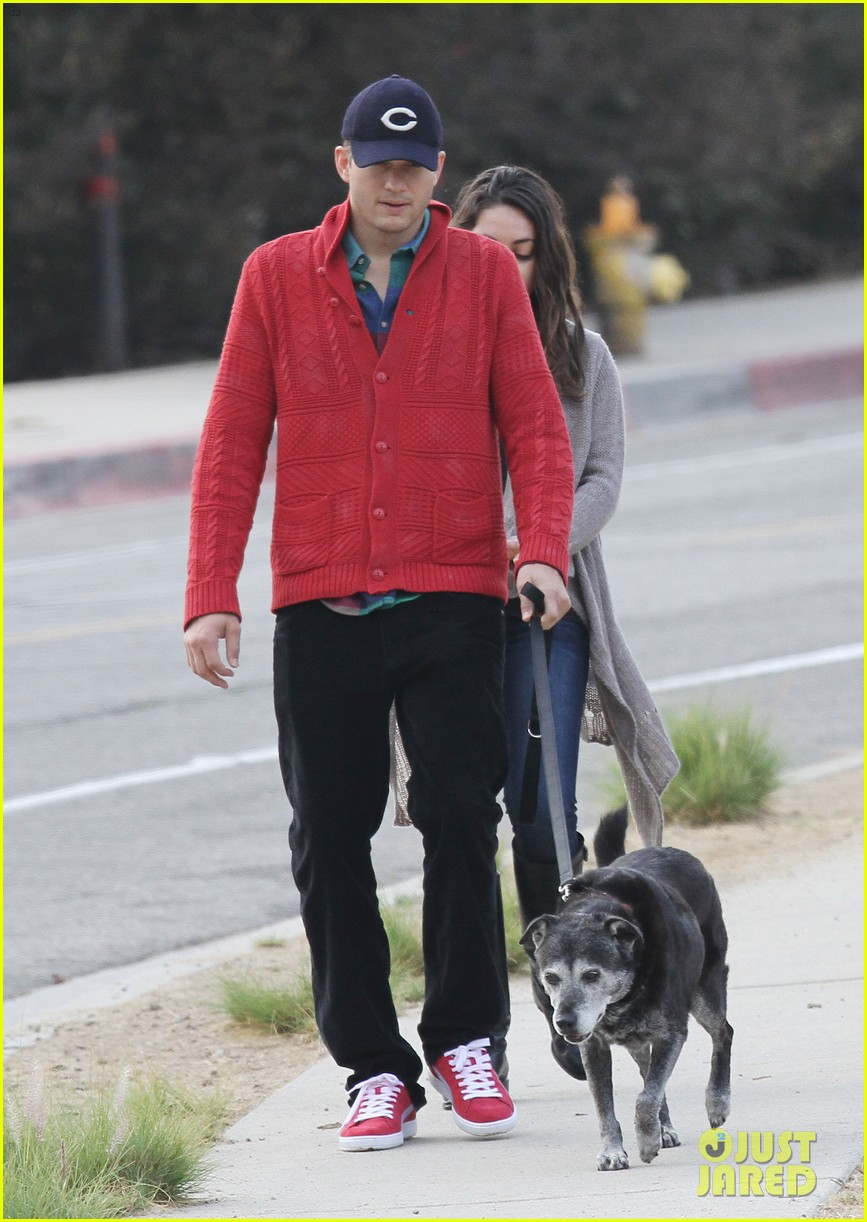 ashton kutcher mila kunis monday morning dog walk 08
