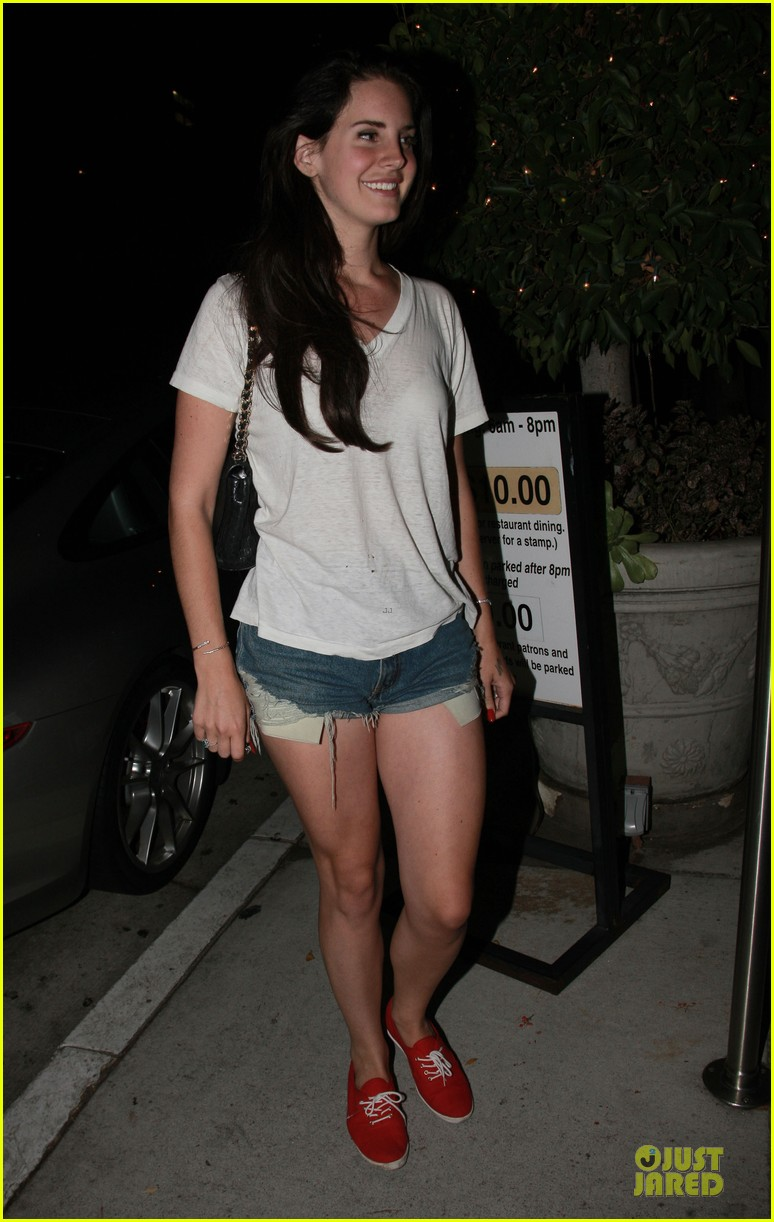 lana del rey short shorts in los angeles 01