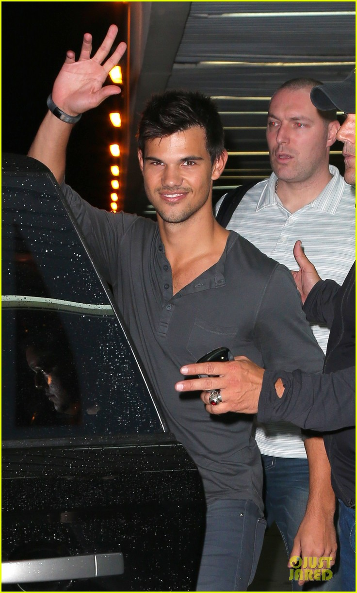 taylor lautner larry king joins team jacob 022743944