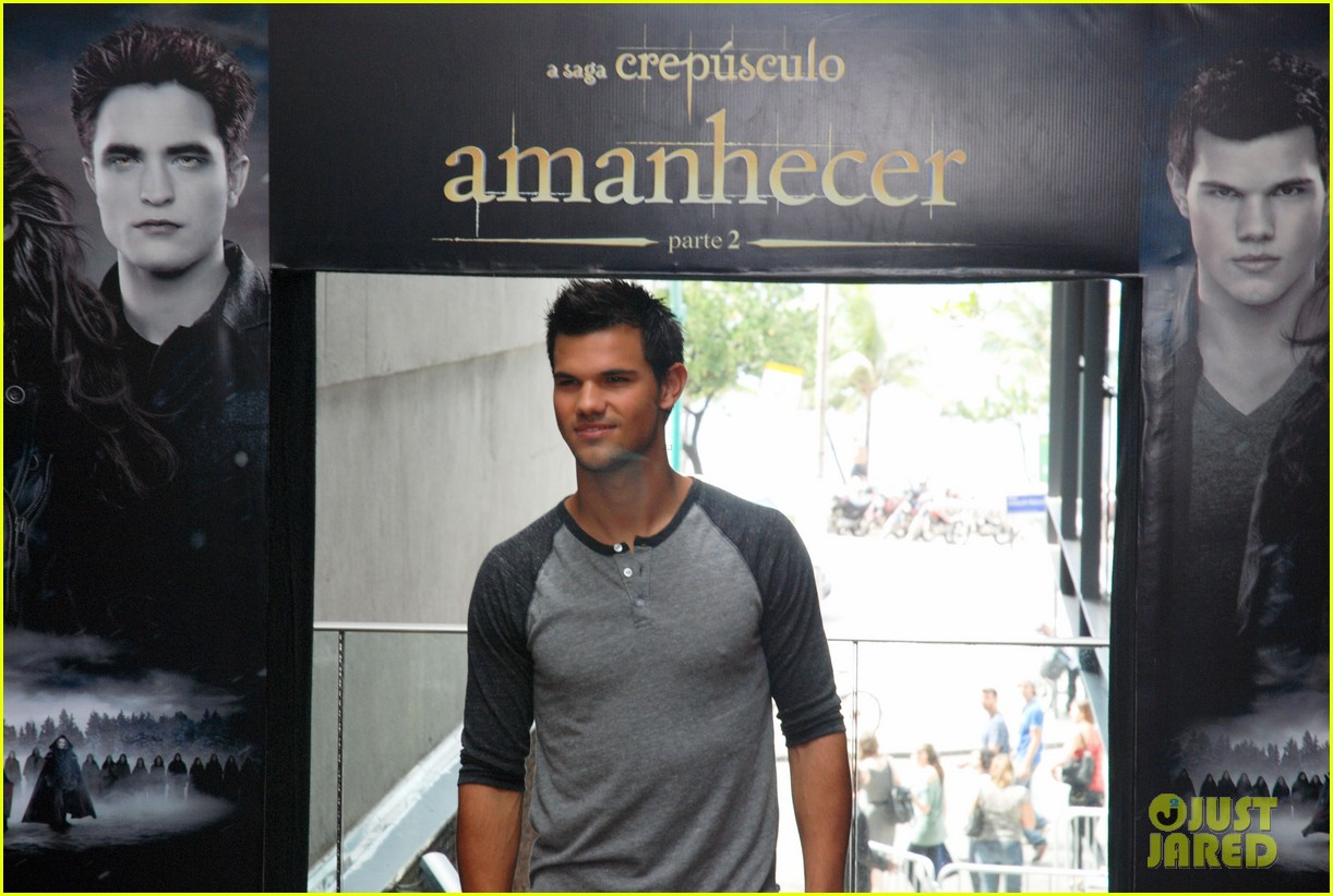 taylor lautner twilight breaking dawn promotional event rio 062744100
