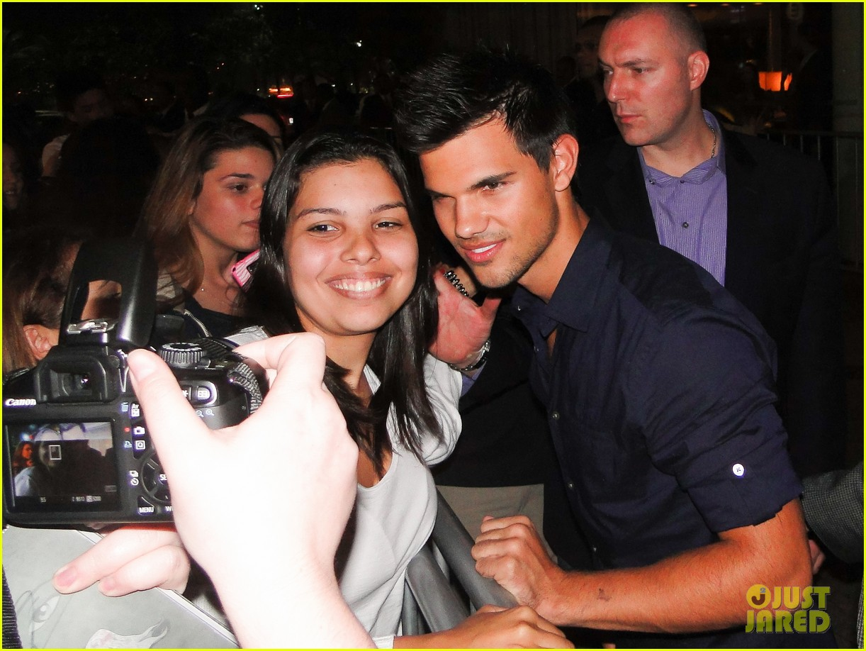 taylor lautner fan friendly rio 032744455